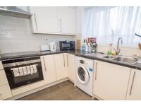 Double Bed in Rooms to rent in 4-bedroom apartment with equipped kitchen in Poplar