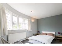 Double Bed in Rooms to rent in 4-bedroom apartment on Kings Road, professionals