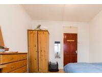 Rooms to rent in 4-bedroom flatshare with garden in Bethnal Green, zone 2