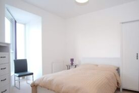 Modern room to rent in 3-bedroom house in Colindale