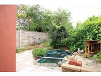 Rooms to rent in 5-bedroom houseshare with a garden in Wood Green