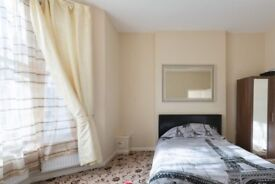 Ample room in 4-bedroom flat with heating, Kilburn