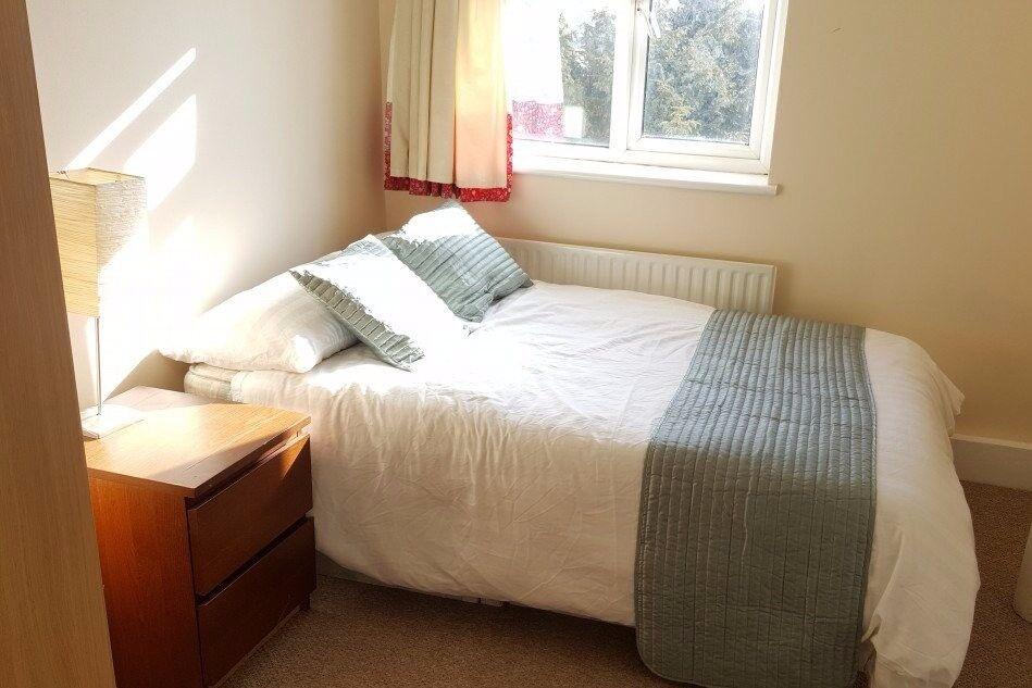 Rooms to rent in 3-bedroom flatshare in Wimbledon