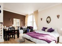 Double Bed in 3 Rooms for Rent in Modern Apartment Near Regents Park in City of Westminster