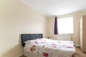 Spacious room in 5-bedroom apartment in Barking