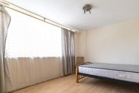 Furnished room in 3-bedroom apartment in Hammersmith & Fulham