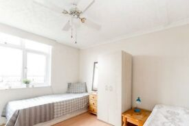Sunny room to rent in 4-bedroom apartment in Tower Hamlets