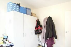 Rooms to rent in 4-bedroom houseshare with large terrace in Maida Vale