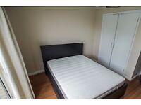 Double Bed in Rooms to rent in comfortable 5-bedroom flat in Aldgate in Tower Hamlets
