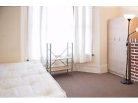 Twin Beds in Rooms for rent in 7-bedroom houseshare with garden in Leyton