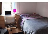 Double Bed in Rooms to rent in 5-bedroom houseshare with a garden in Harringay