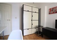 Double Bed in Rooms to rent for postgraduates and professionals in flat in Tower Hamlets