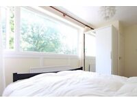 Double Bed in Rooms to rent in 4-bedroom houseshare with large terrace in Maida Vale