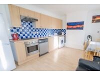Rooms to rent in a renovated 4-bedroom houseshare with balcony in Southfields
