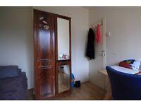 Double Bed in Rooms to rent in 5-bedroom flat in Islington