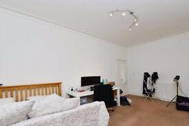 Rooms to rent in modern 5-bedroom apartment in Camden