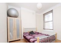 Double Bed in Rooms for Rent in a Shared 4 Bedroom House, close to Battersea Park