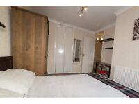 Modern room to rent in 3-bedroom house in Putney