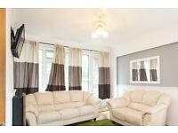 Room to rent in bright 2-bedroom flat with balcony in Putney area
