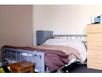 Double Bed in Rooms for Professionals in Shared 6 Bedroom House in Palmers Green