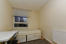 Furnished rooms to rent in 4-bedroom apartment in Camden