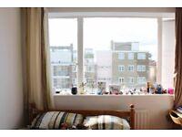 Rooms to rent in 5-bedroom flatshare in Putney - bills included