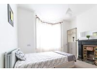Lagre room in 5-bedroom houseshare in Surrey Quays, London