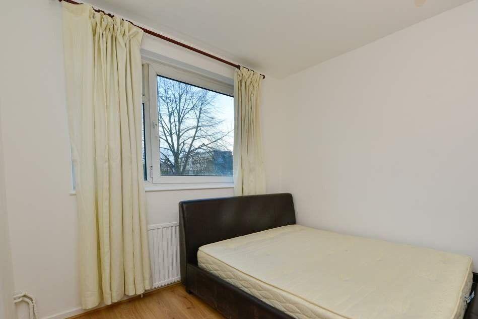Spacious room in 4-bedroom flatshare, Bethnal Green, London