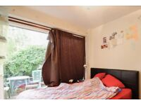 Rooms to rent in furnished 6-bedroom house in Ealing