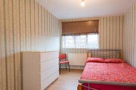Double Bed in Rooms to rent in 4-bedroom flatshare with balcony in Limehouse
