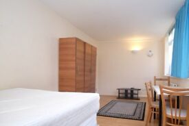 Rooms to rent in modern 3-bedroom apartment in Tower Hamlets