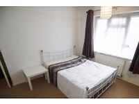 Double Bed in Rooms to rent in 3-bedroom houseshare with AC and garden in Royal Dock - Canning Town