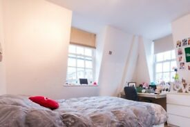 Furnished rooms to rent in a 3-bedroom apartment in Westminster