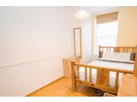 Double Bed in Room to rent in 4-bedroom flat with central heating in Shadwell
