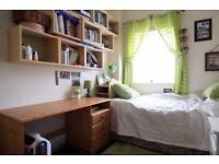 Couple-friendly rooms in 4-bedroom house in Barking, for postgraduates and professionals