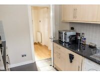 Double Bed in Room to rent in house share with garden and near the airport - Beckton