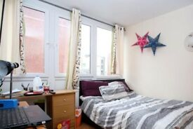 Ample room with window with street view in 4-bedroom flat in Putney