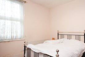 Room to rent in 5-bedroom house with parking facilities in City of Westminster