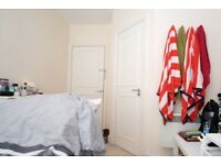 Spacious room with ample storage in 3-bedroom flat, Bayswater