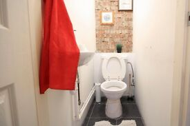 Double Bed in Rooms with double beds and bills included in Island Gardens for professionals only