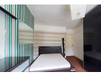 Double Bed in Nicely decorated rooms for rent in 8-bedroom, 3-storey houseshare in Harringay