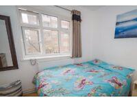 Rooms to rent in 5-bedroom flatshare with balcony in Wandsworth