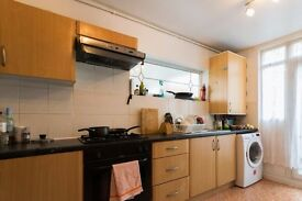 Double Bed in Room to rent in a 5-bedroom apartment with central heating in Isle of Dogs