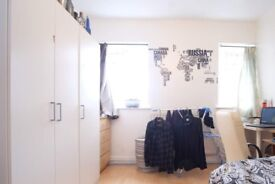 Sunny room in 3-bedroom flatshare by Canary Wharf, London