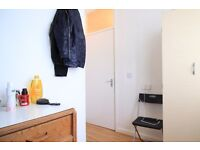 Double Bed in Rooms to rent in 4-bedroom houseshare with terrace - Islington