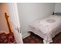 Single Bed in Room to rent in 3-bedroom houseshare with lush garden - Barking