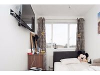 Double Bed in Furnished Rooms in 5 Bedroom Apartment in Putney, near University of Roehampton