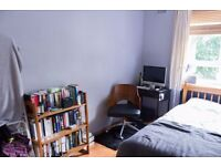 Double Bed in Rooms to rent in spacious 4-bedroom flatshare with balcony - Islington