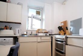 Rooms to rent in bright 3-bedroom flat next to The Oval cricket ground