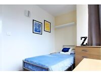 Single Bed in Rooms to rent in 5-bedroom flat with balcony in Shepherds Bush